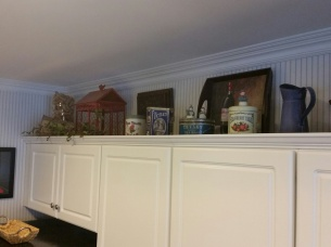 Another section of the open space over the cabinets.