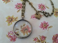 Vintage style Antique Bronze Magnifying Glass Necklace