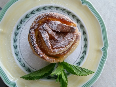 Puffed Apple Pastry