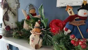 christmas mantel 8